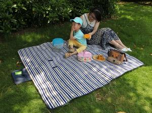 3. Yodo Outdoor Picnic Blanket