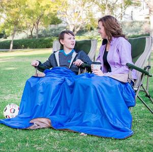 4. XL Plush Fleece Outdoor Stadium Windproof Picnic Blanket