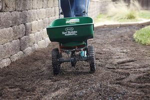 Top 10 Best Scotts Spreaders in 2021 Reviews