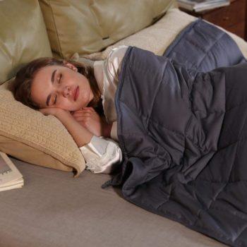 #3. Zonli Soft Blanket for All Seasons
